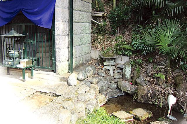 龍源院の湧水